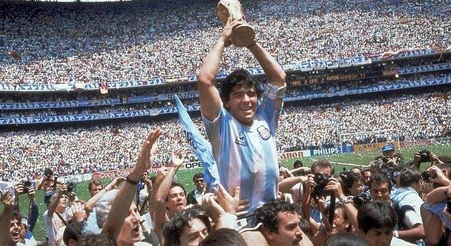 Morre o mito Diego Maradona